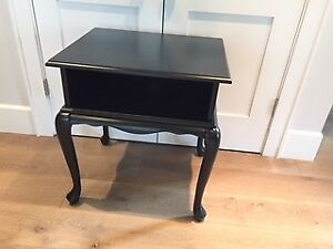 Compact TV/entertainment table