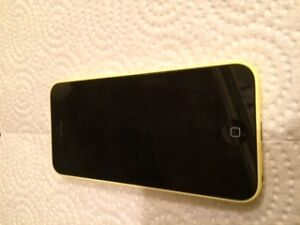 Iphone 5C,  8G jaune, barré Bell