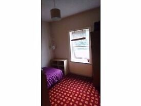 Room for rent in a young professionals shared house in Charminster