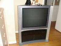 Sony TV 32 inch with stand great condition