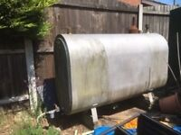 Metal oil storage tank
