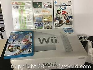Boxed Wii Play Station with extra games Mario etc.