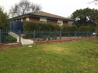 2 bedroom Unit available to rent - close to town and quiet