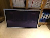 Panasonic TH-42PW6 42 inch plasma display with wall bracket
