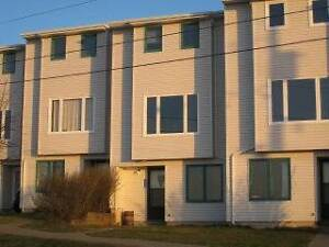 523 Harbour View Cres