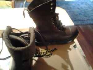 DR MARTEN BOTTES NEUVES  -  DR MARTEN BOOTS NEW IN THE BOX