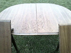 hard wood dinning Table with two leaves for insert.