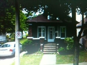 Walk to University of Windsor -ROOM FOR RENT - $$ save $$$