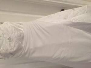 Classic Strapless Wedding Dress - Sure to Impress!! Moama Murray Area Preview