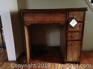 Vintage Singer Electric Sewing Machine in wood cabinet. C