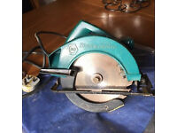 B & D SAW - 240 VOLT - DEEP CUT - ( ABSOLUTE BARGAIN - OPEN TO REASONABLE OFFERS ))
