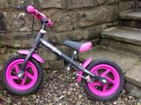 Girl's balance bike in excellent condition.