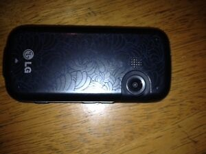 im selling my locked phone make an offer London Ontario image 4