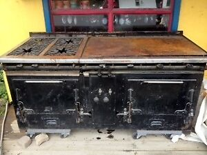 Beautiful 2 oven, four burner, flat top grill