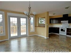 Newly Updated, 3 Bed, Top Floor, Great Location