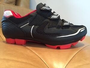 Cycle shoes size 8 ( new never used)