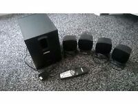 Speaker set and subwoofer