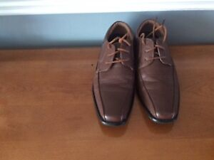 Youth Size 4.5 brown dress shoes