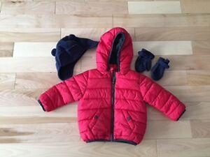 Petit manteau de printemps rouge (9-12 mois) à vendre