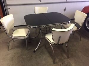 Chrome retro Set with Expandable Table