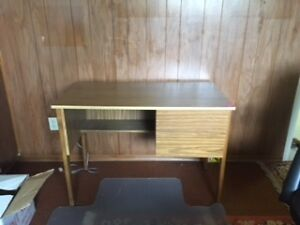 Small veneer desk with 2 drawers