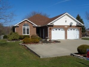 LOOK NO MORE 4 BEDROOM/3 BATHS/1762 SQ FT ON MAIN