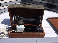 Sewing machine old style Singer electric with carry case.