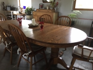 Solid Oak Dining Room Table (Extendable) & 6 Chairs