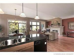 Beautiful 2 bed 2.5 bath Two story Town house minutes from UBCO