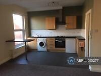 Studio flat in Grange Avenue, Leeds, LS7