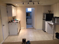 $275/week furnished bachelor unit NON SMOKING great location!
