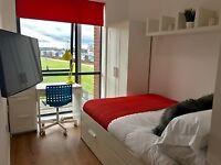 Spare en-suite room in City Centre Flat