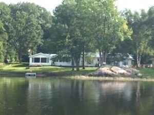 WATERFRONT HOME ON STOCO LAKE!!