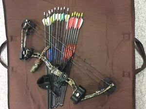 Compound Bow with Arrows, Release and Soft Case