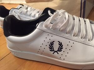 FRED PERRY BARELY WORN - size 10/43