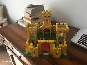 SEVERAL LEGO SETS WITH INSTRUCTIONS