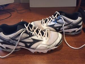 Reduced: Mizuno Mens Volleyball Wave Bolt 3 Shoes-Size 9