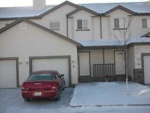 Beautiful Quiet Townhome in The Canals of Airdrie
