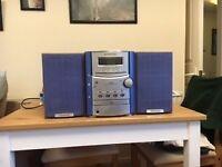 Kenwood mini hifi system, 2 speakers, CD, tape and radio