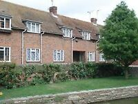 Canterbury FF S/C flat nr station, city centre and Univ. O/L Westgate Gdns. Garage and parking