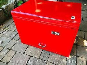 Beautiful Condition Beach Tool chest with Drawers