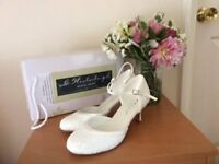 Size 6 Westerleigh Daisy lace unworn. Covered toe, mid heel, ankle strap