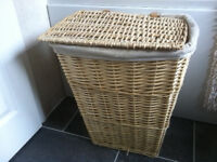 Laundry Linen Basket. Wicker with Lid and Washable Cotton Liner.