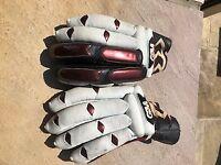 Gunn and Moore mans Purist batting gloves