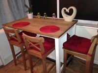 ***Kitchen island with three stools excellent condition***