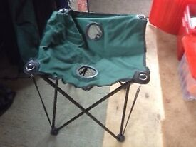 TWO BLACK FOLDAWAY CAMPING CHAIRS WITH ONE GREEN FOLDAWAY TABLE ALL IN SEPARATE CARRYBAGS