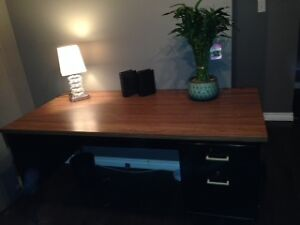 EXTRA LARGE COMPUTER/ WORK STATION DESK, WITH LOCKABLE DRAWERS