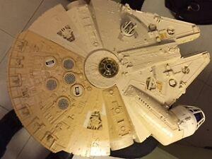 Je recherche des figurines et vaisseaux de Stars Wars  j'offre e