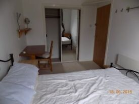 Furnished double room in centrally located flat share