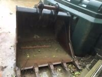 JCB/CASE 130/140 Nearly new digging bucket with pins